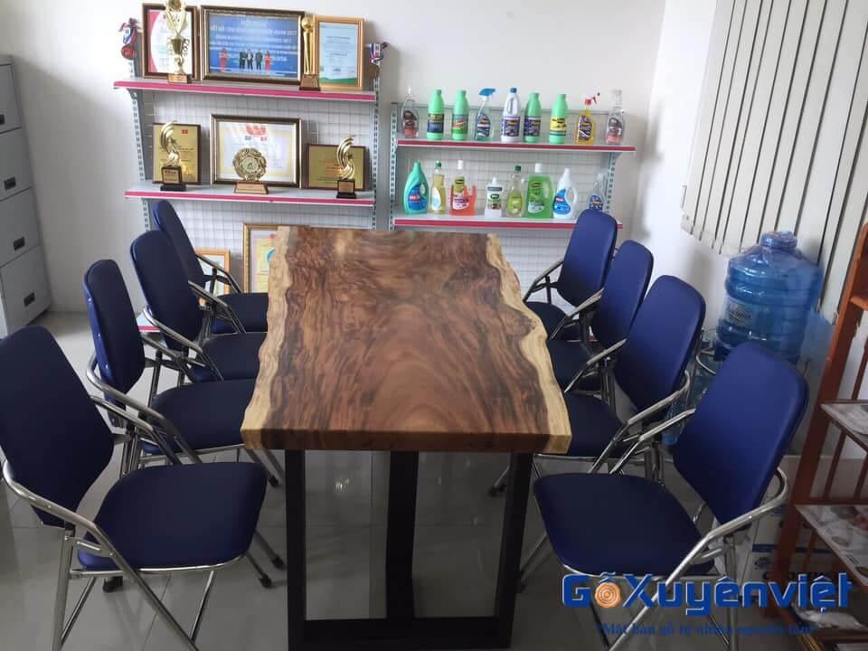 bàn gỗ me tây ngồi làm việc